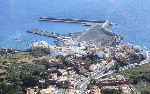 El Ayuntamiento de Valle Gran Rey pide el aplazamiento de las obras en la zona comercial abierta.