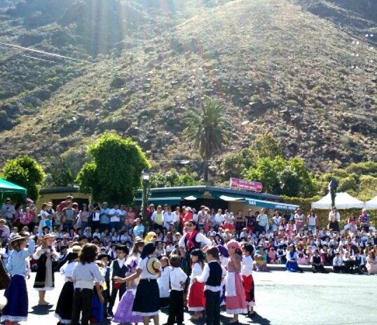 Valle Gran Rey celebra el Día de Canarias con Folklore y Gastronomía Típica .