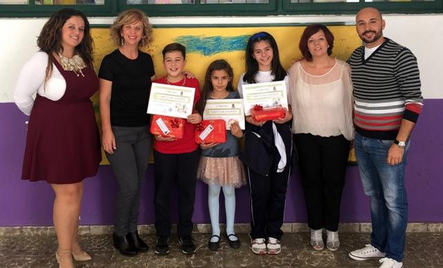 El Ayuntamiento de Valle Gran Rey entrega los premios del concurso de la tarjeta de Navidad.